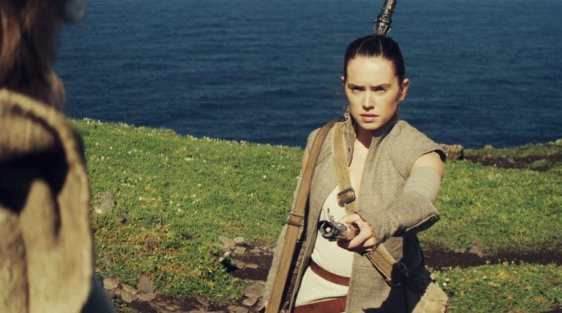 Rey lightsaber Luke