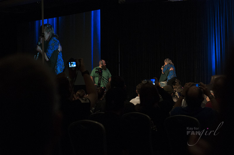 Carrie Fisher hugs fan at Wizard World Chicago