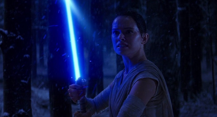 rey-lightsaber-ready