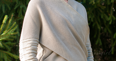 Rey Sweater Musterbrand reviewed by Kay on FANgirl Blog